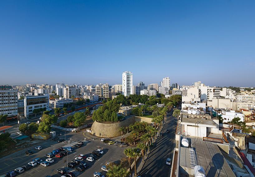 jean-nouvel-blanco-paredes-torre-Nicosia-Chipre-Designboom-02