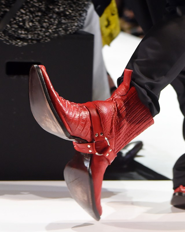 double-sided-cowboy-boots-hood-by-air-shoes-new-york-fashion-week-designboom-03