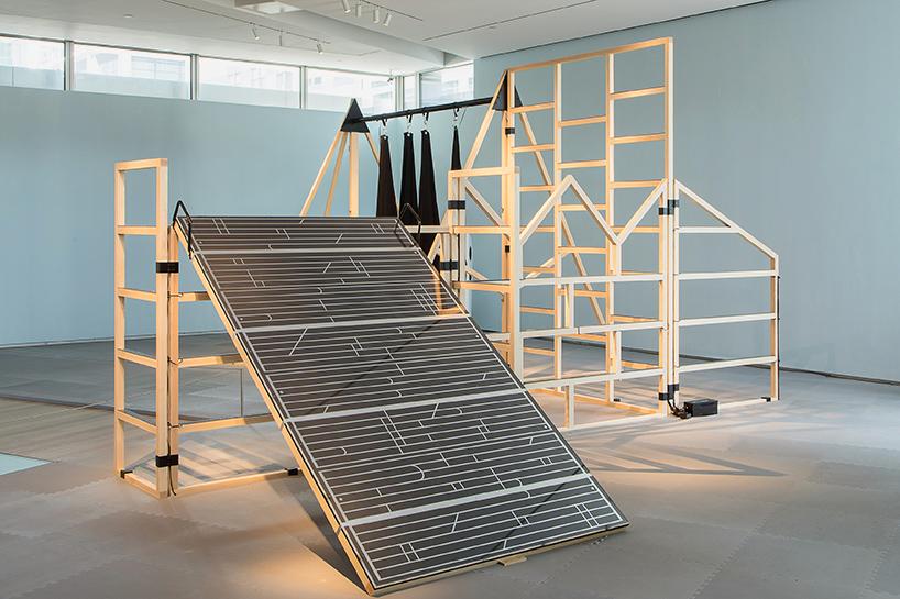 museum of arts design integrates visitor into multi