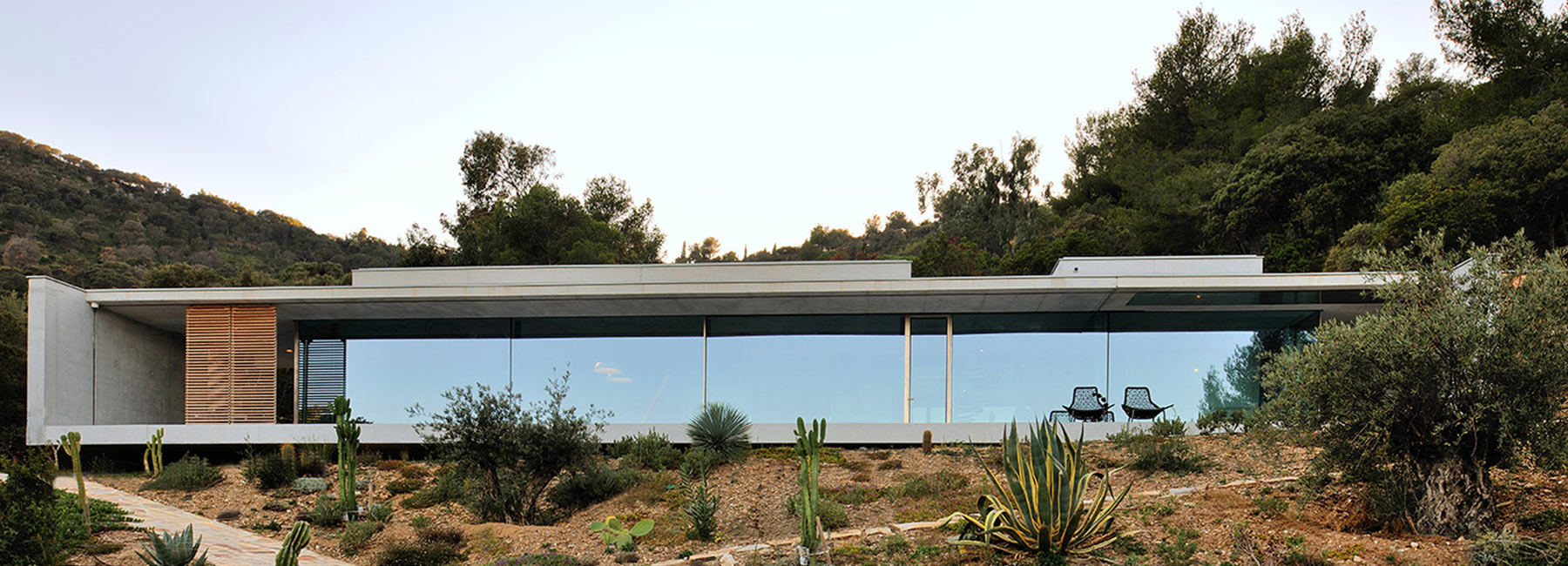 Aum S Stone And Concrete La Mira Ra House In France Offers