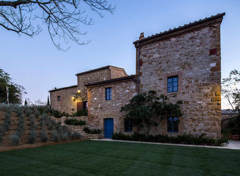 Ciclostile s farmhouse in italy pays attention to historical