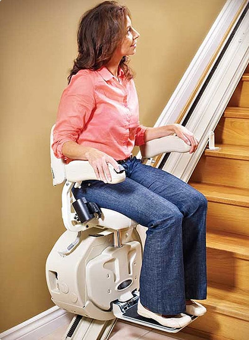 easy-climber-stair-lift-woman-riding-lift