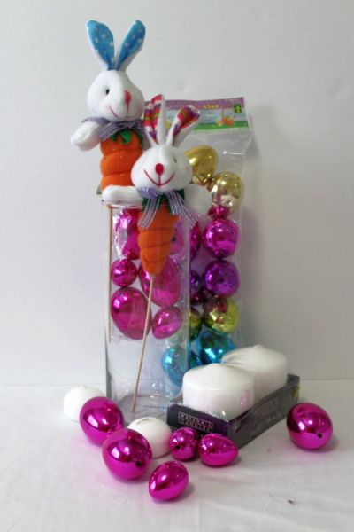 Easy to make DIY dollar store centerpieces you can use for Easter or other occasions. Cheap easy and quick project you can make in an afternoon. #dollarstoredecor