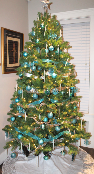 Why do I love my artificial Christmas tree? Let me count the ways. In the debate over real vs. fake Christmas trees, let me tell you why I love my artificial tree. #Christmastree #Artificialchristmastree
