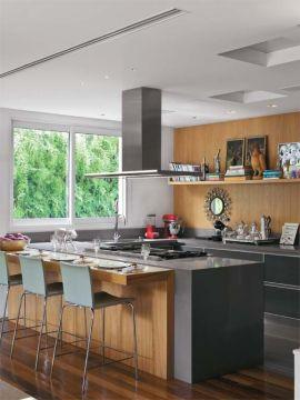 Cozinha com ilha e cooktop
