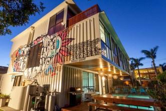 Casa construída com 31 containers