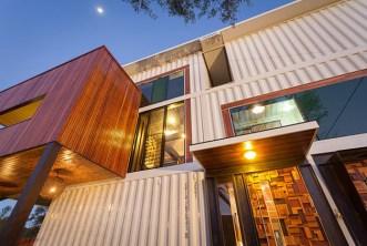 Casa construída com 31 containers_2