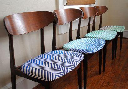 Cadeiras com assento estampado em Chevron