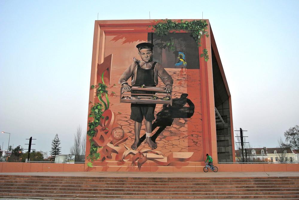 O-rapaz-dos-passaros-Pintura-Mural-Alegro-cidade-de-Setubal-1