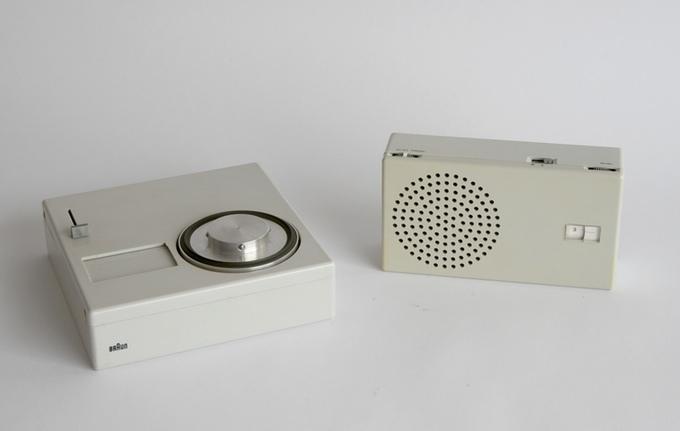 Aparelho de som portátil Braun P 1 e rádio T 4 - 1959