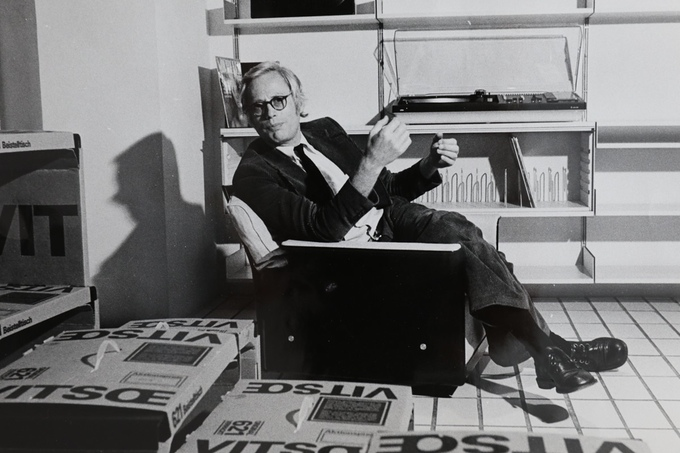 Dieter no showroom da Vitsoe em Frankfurt, início dos anos 70