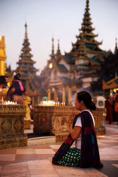 prayingatschwedagon