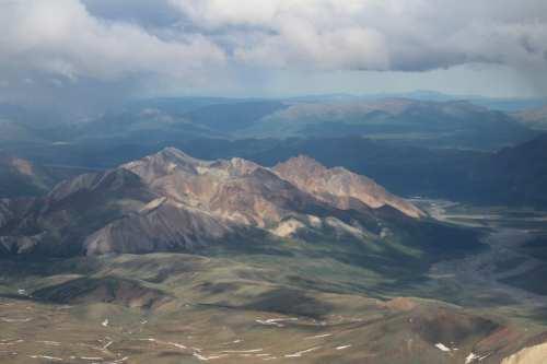 Mountainous color palette, into the distance