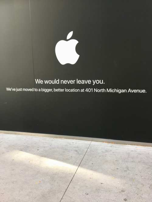 Sign at location of old Apple store