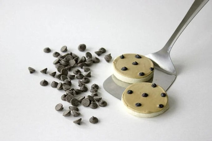 Adorable Sugar Cookies decorated as Chocolate Chip Cookies | by Little Bow Sweets for Design Eat Repeat Blog