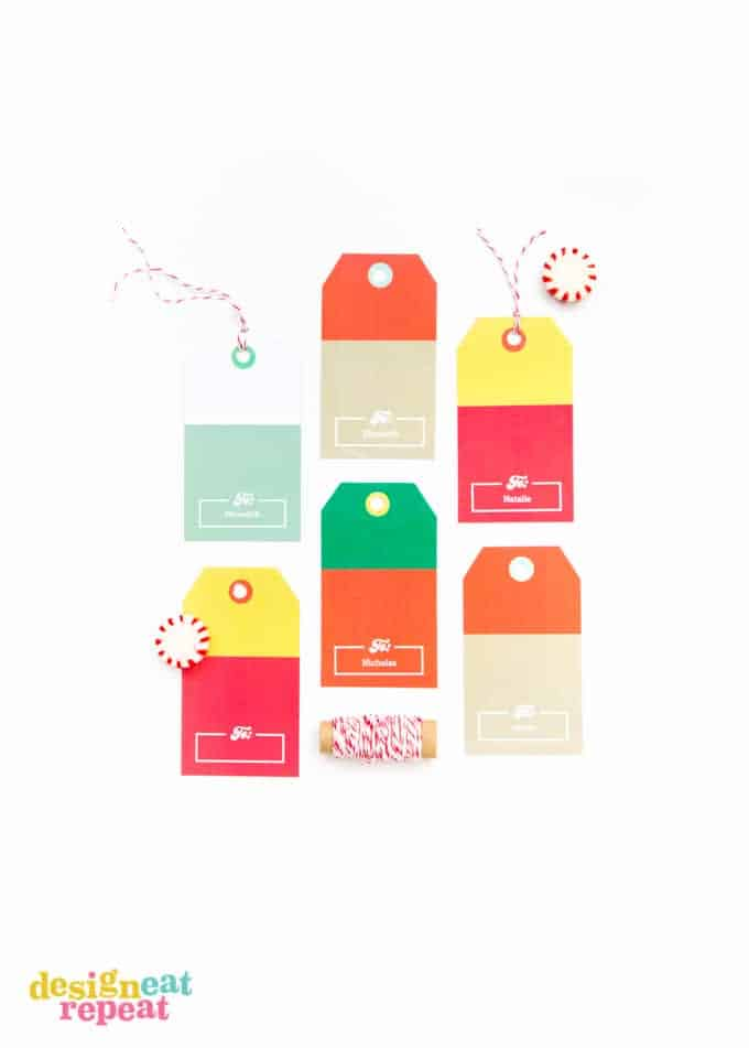 Who says giving gift cards for Christmas has to be boring?! Pop them into these FREE printable card kits for an added holiday surprise!