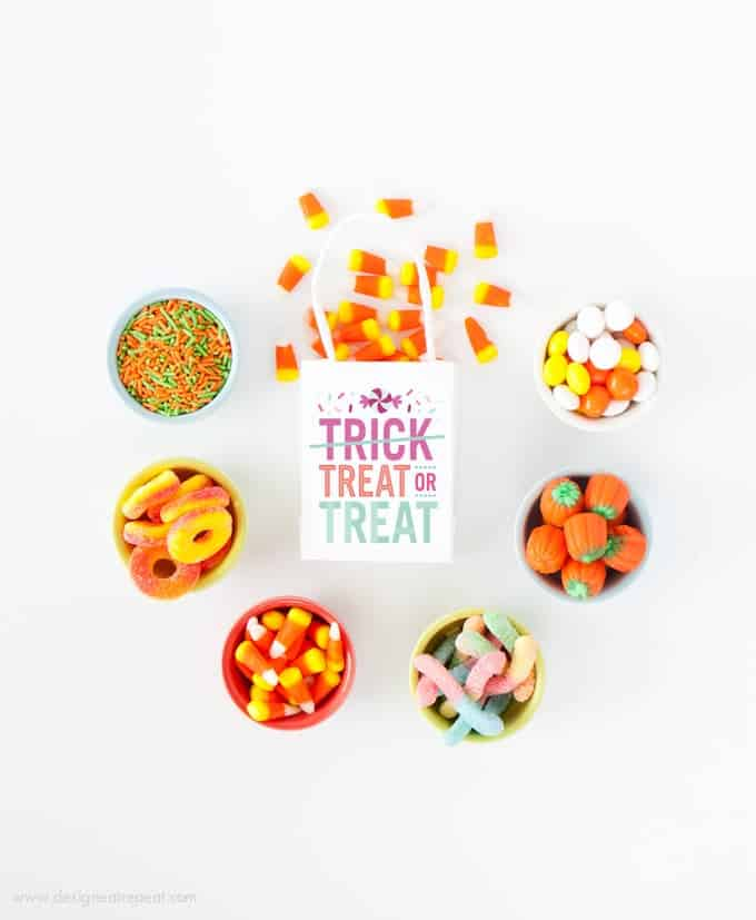 """Download these free printable """"Treat or Treat"""" labels for a fun Halloween treat bag idea! By Design Eat Repeat Blog"""
