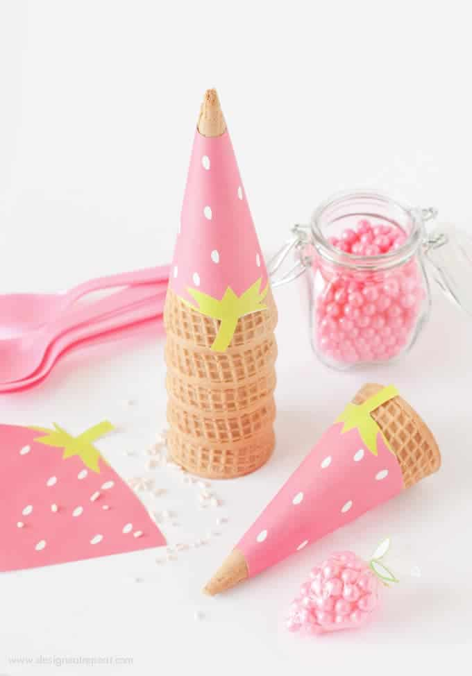 Free Printable Strawberry Icecream Cone Wrappers. Perfect for summer or fruit-themed parties!