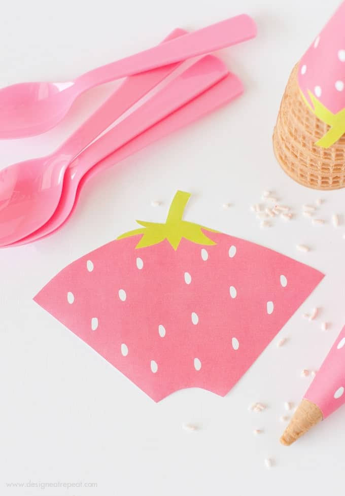 Free Printable Strawberry Icecream Cone Wrappers. Perfect idea for summer or fruit-themed parties