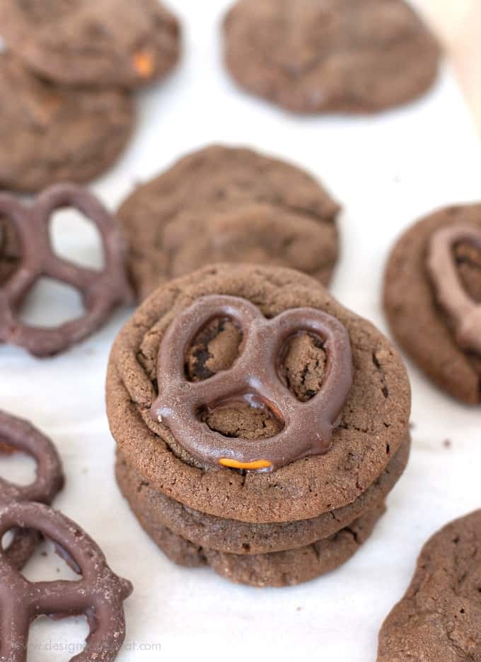 Melt-in-Your-Mouth-Chocolate-Dipped-Pretzel-Cookies