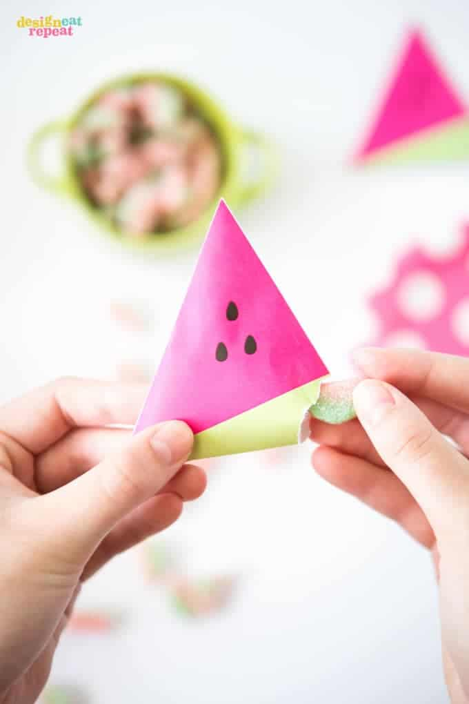 Need some new party favor ideas to keep in your back pocket? You'll want to save this post, because Design Eat Repeat has rounded up 16 unique party favor ideas that are sure to fit the bill for any occasion! | DesignEatRepeat.com | #partyfavor #printable