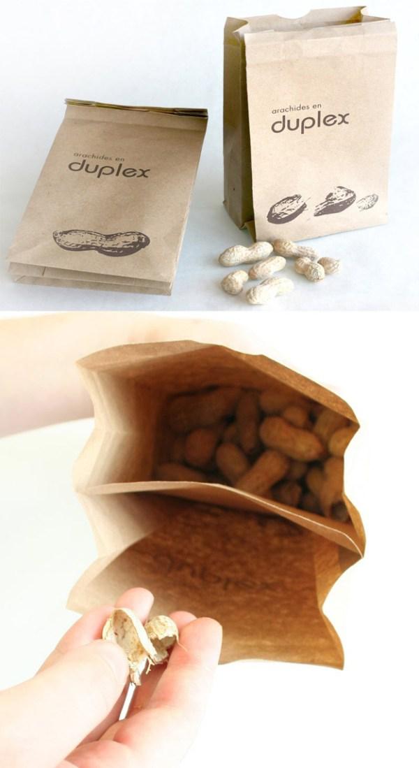 una doble bolsa de cacahuetes