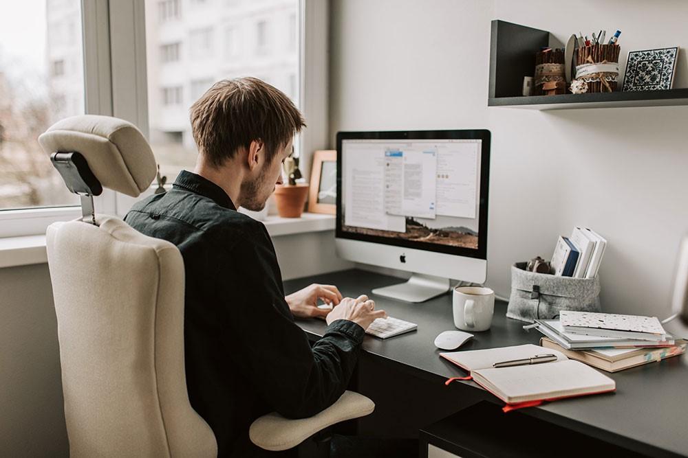 Adjust-your-workplace.jpg
