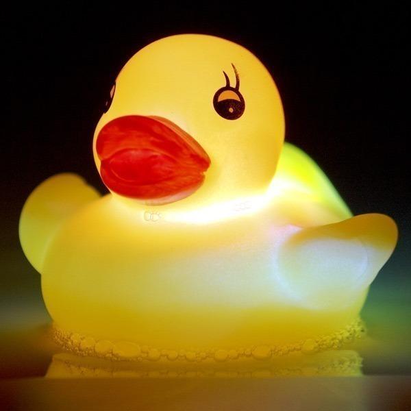 Patinho amarelo de banheira com LED