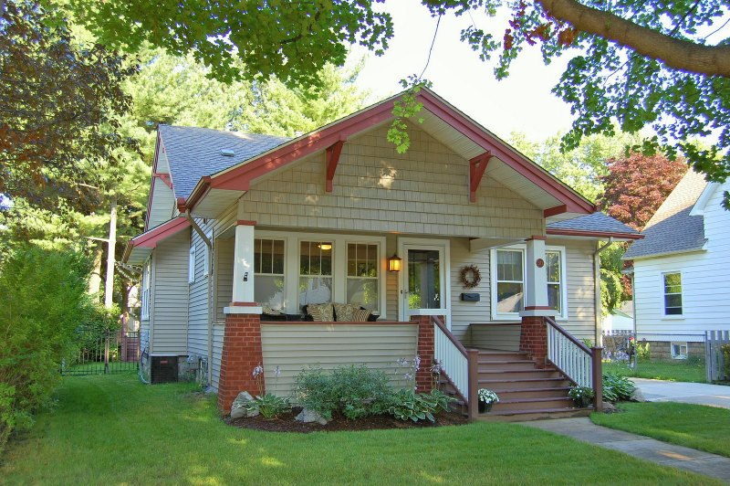 craftsman bungalow style home