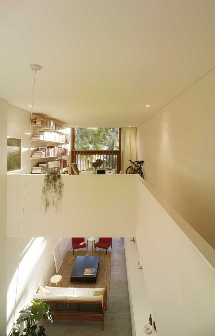 panov-scott-minimlaist-interior-double-height-space
