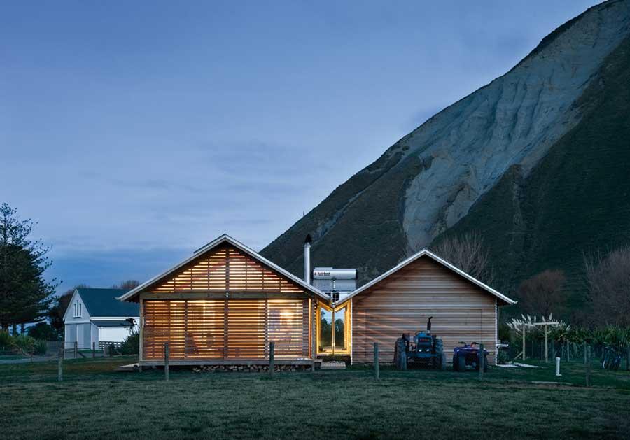 Shoal Bay bach, Hawkes Bay, Parsonson Architects. Photo Paul McCredie