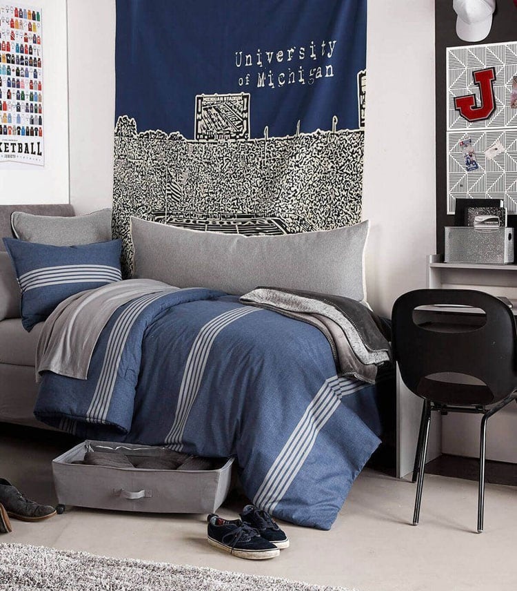 65 Cool Teenage Boys Room Decor Ideas & Designs (2020 Guide) on Small Bedroom Ideas For Teenage Guys  id=48170