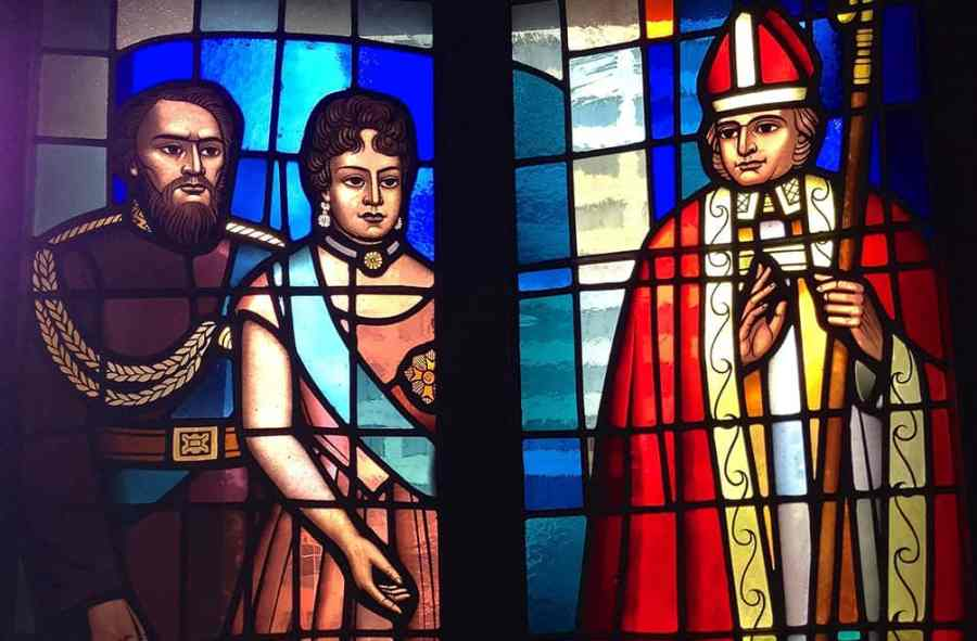 Hawaiian royalty depicted in stained glass