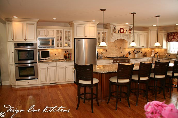 Staggered cabinets for Kitchen cabinet lines