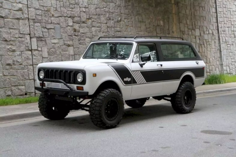 Motorcar Studio 1976 International Scout Traveler 3