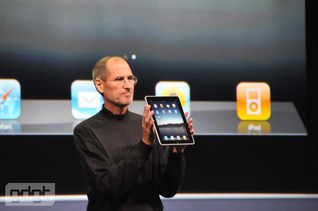 O Steve Jobs παρουσιάζει το πρώτο iPad