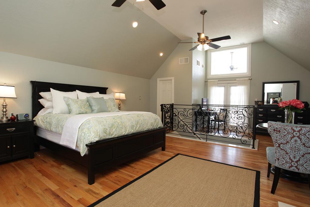 high ceiling bedroom design on vine