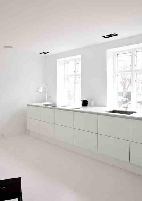 Küche mit Andtradition Bellevue Designlampe