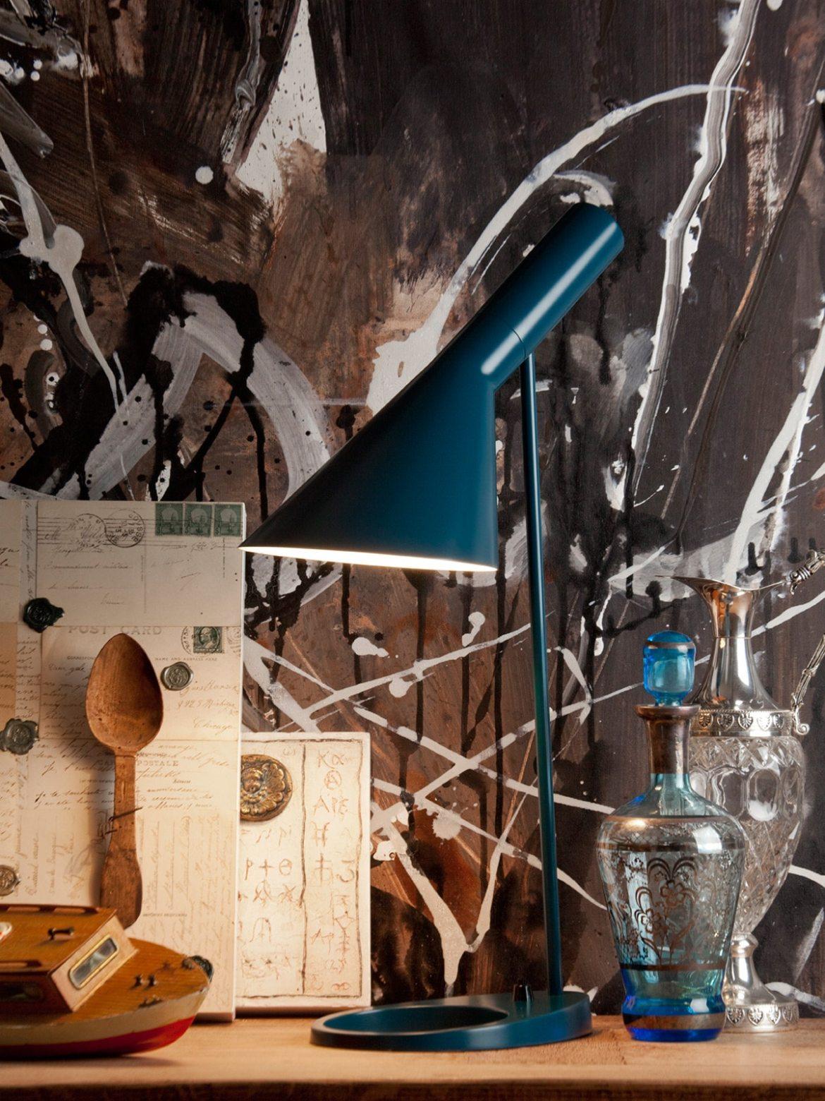 DesignOrt Blog: klassische Designerleuchten Aj Tischleuchte in petrol