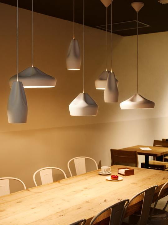 Alle Pleat Box LED Modell über Tisch