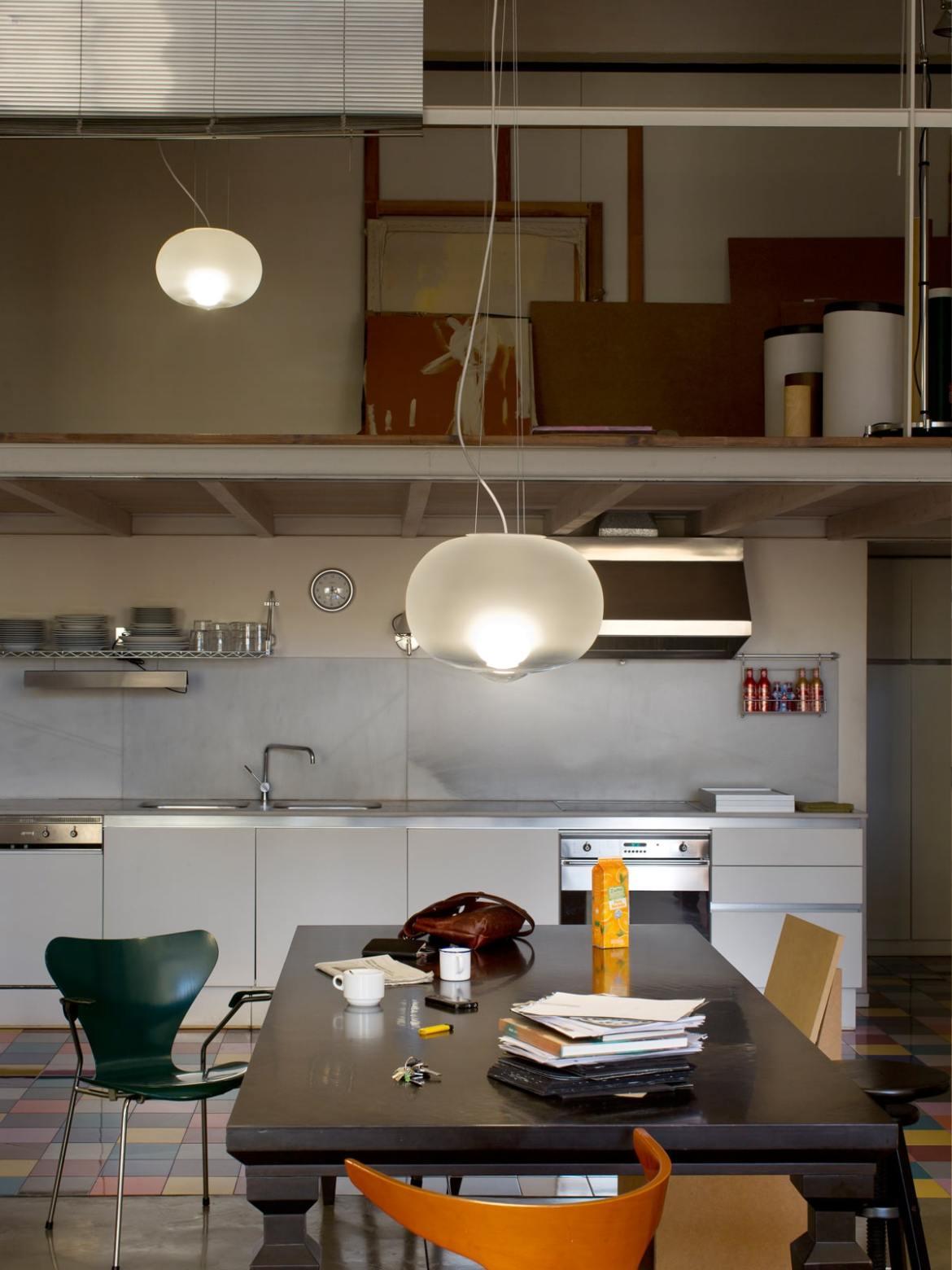 DesignOrt Blog: Designerleuchten aus Opalglas Pendelleuchte Hazy Day im Raum