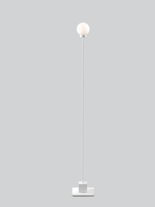 Stehleuchte Snowball in Weiss bei Designort Berlin Onlineshop