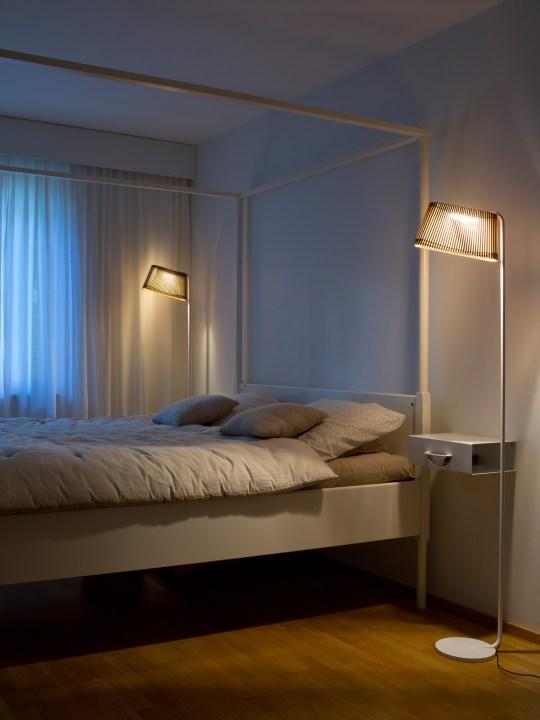 Stehlampe Owalo 7010 als Leselicht am Bett