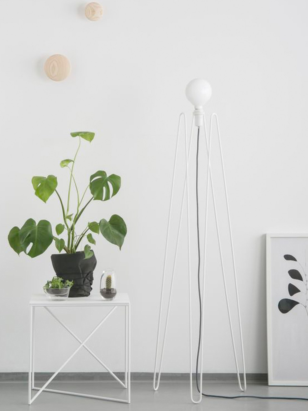 DesignOrt Blog: Trend: Nackte Glühbirne Grupa Products Stehleuchte Model in Weiss