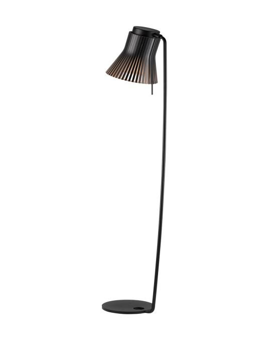 Stehlampe Secto Petite 4610 aus nachhaltigem Birkenholz Secto Design #skandinavisch #design #nachhaltig #lampe #wohnen
