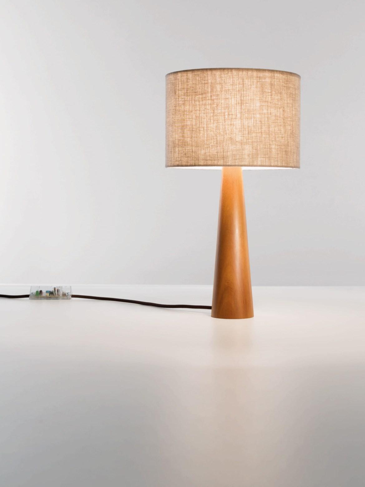 Designer im Porträt: Fernando Prado Lumini Tischlampe Baju