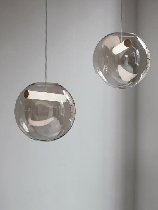 Reveal kugelige Pendelleuchte aus mundgeblasenem Glas