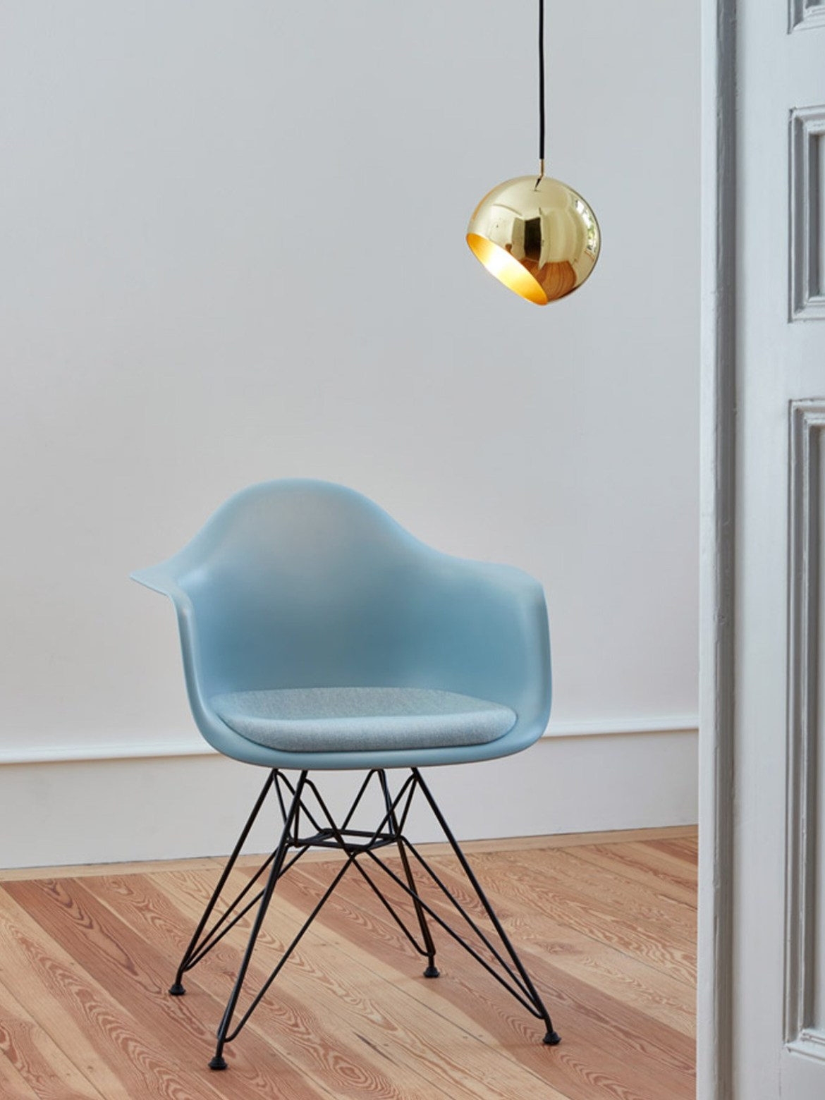 DesignOrt Blog: Tilt Globe Brass aus massivem Messing