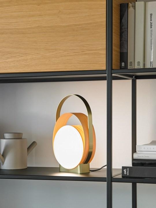Tischlampe Loop LED Gold und Birke