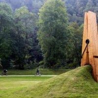 La molletta gigante e le altre sculture di Mehmet Ali Uysal